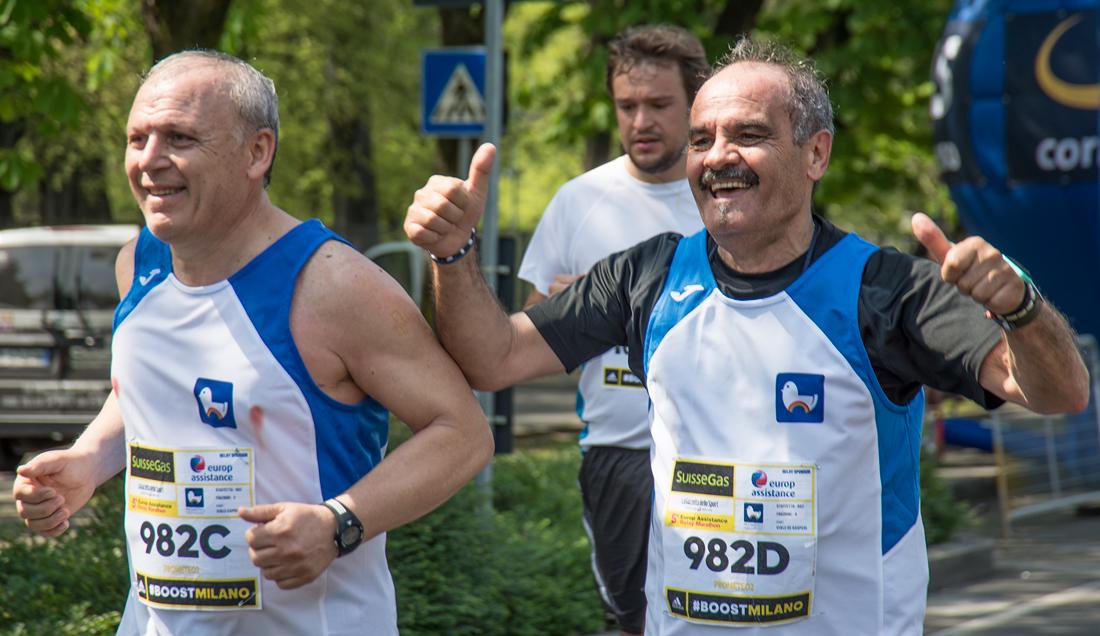 ... ai runner e ai volontari della Milano Marathon 2015, da Carlo Belloni