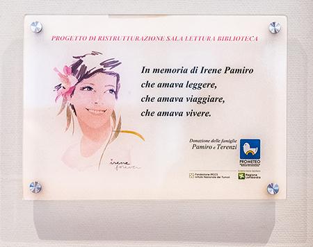Targa in memoria di Irene Pamiro, affissa all'entrata della Biblioteca Scientifica Umberto Veronesi all'Istituto dei Tumori di Milano